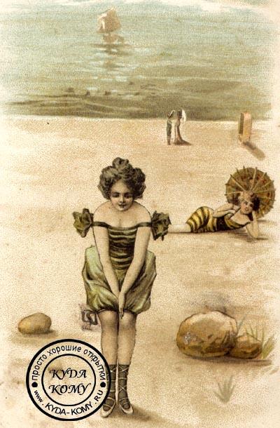 девушки в купальниках на пляже
